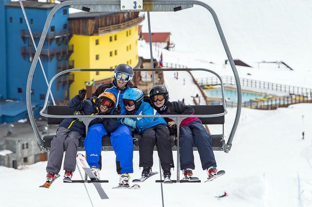 Family skiing in Portillo